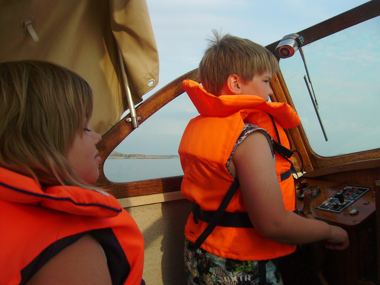 Maja kör båt